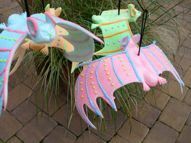 Colorful-Glow-in-the-Dark-Bats-in-daylight #ilovetocraft