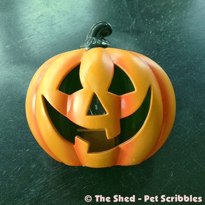 dollar store plastic pumpkin gets a makeover