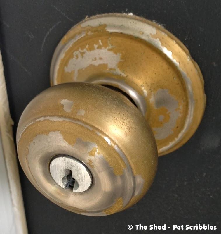 Ugly door knob. Look away!