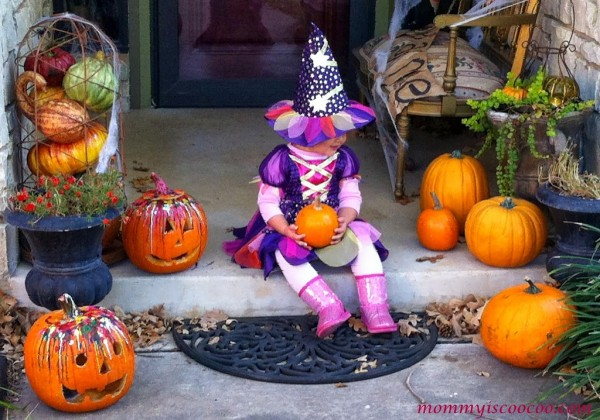 Halloween decorating ideas by Amanda at Mommy is Coocoo