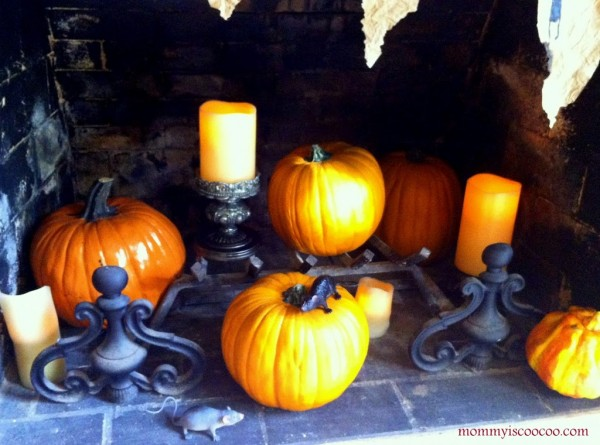Easy Halloween fireplace decorations by Mommy is Coocoo