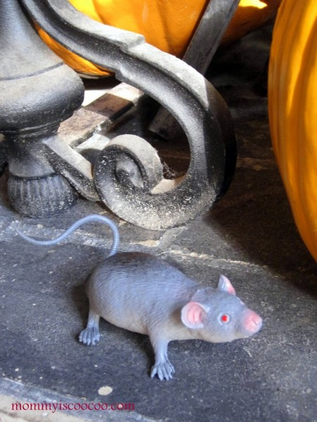 Fake mice are a spooky Halloween decoration! Eeeek! via Mommy is Coocoo