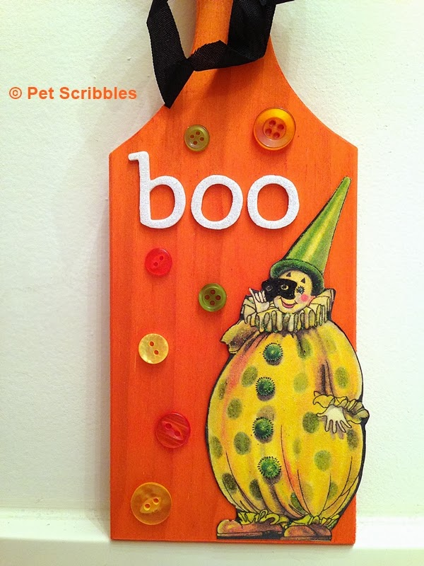 Halloween plaque made using an unfinished dyed wood piece.