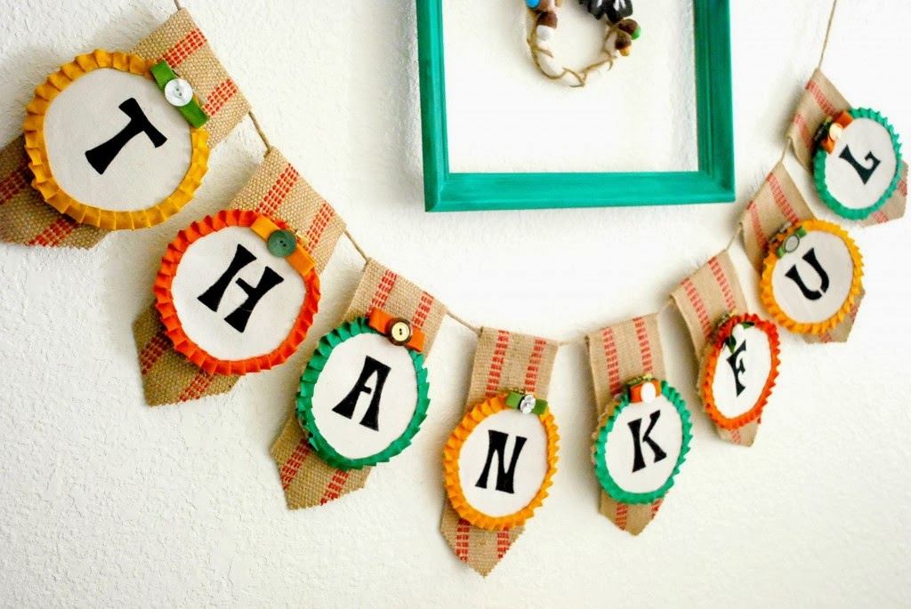 Thanksgiving Embroidery Hoop Banner {from The Silly Pearl}