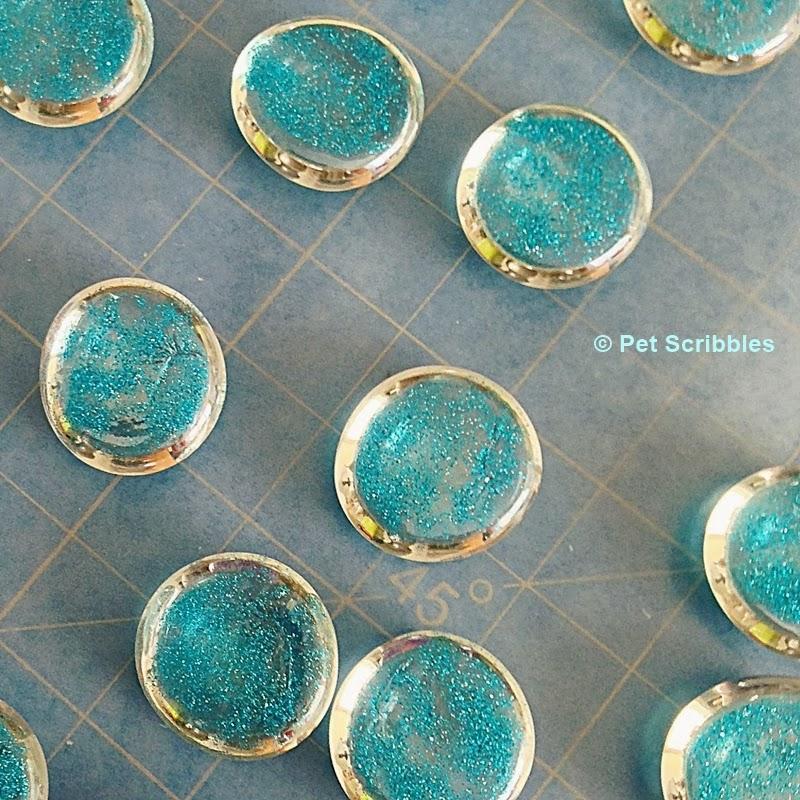 DIY Glitter Marble Magnets: Close up of the dried glitter paint, after one coat.