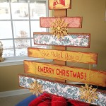 DIY Faux Wood Pallet Christmas Tree
