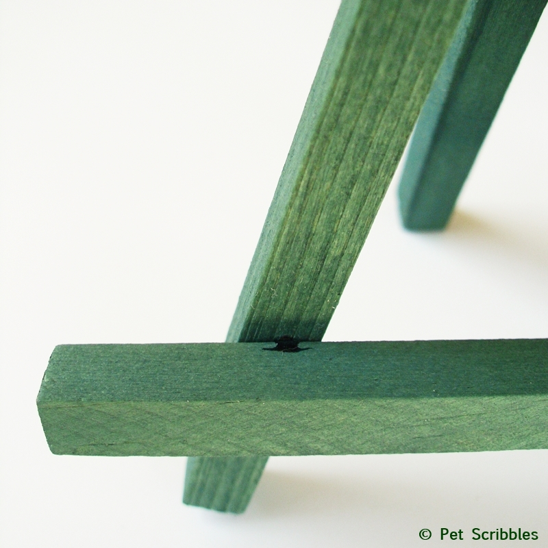 close up of unfinished wood dyed with Dark Green Rit Dye