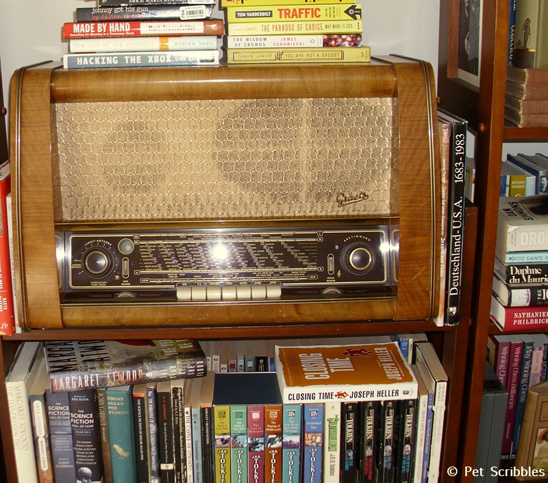 antique German shortwave radio