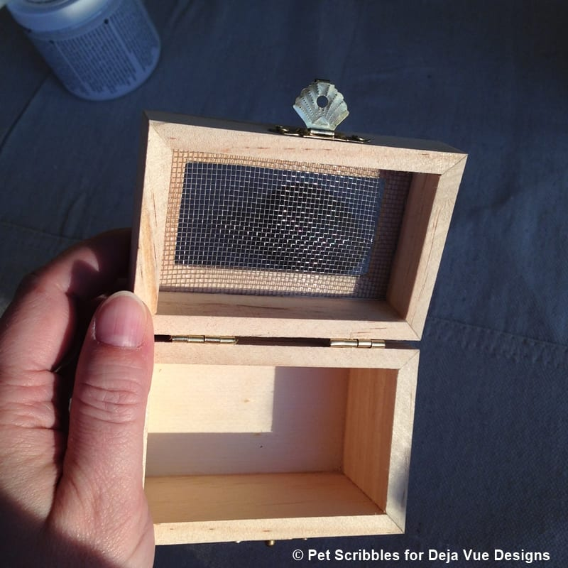 really love the mesh covering on the box lid, as it adds a nice ...
