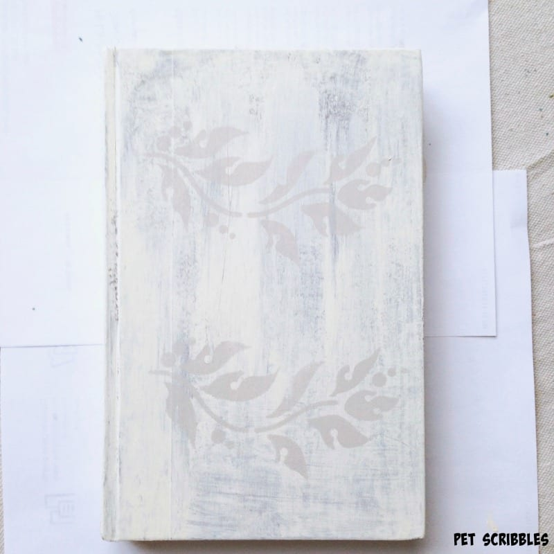 Shabby Books DIY with paint and stencils