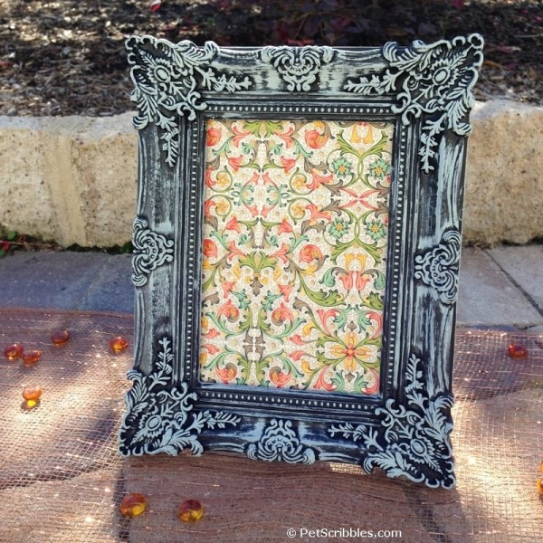 A faux verdigris picture frame in one simple step!
