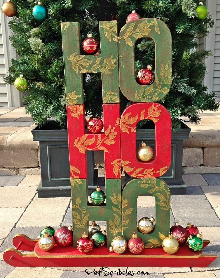 HO HO HO! A Festive Christmas Sled Display