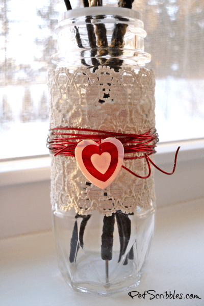 Make a sweet spice jar bud vase for Valentine's Day!
