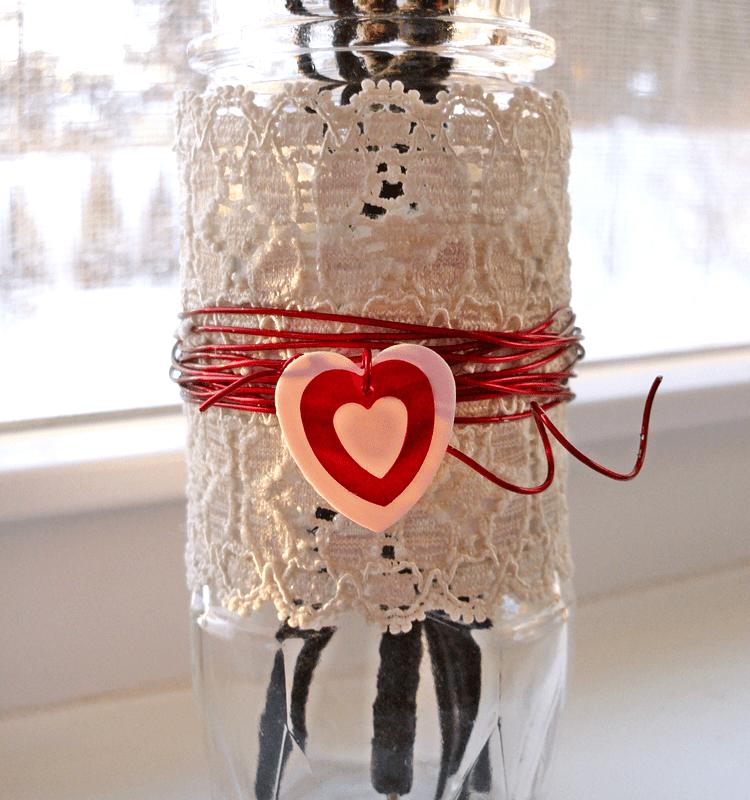 Make a sweet spice jar bud vase for Valentine's Day!