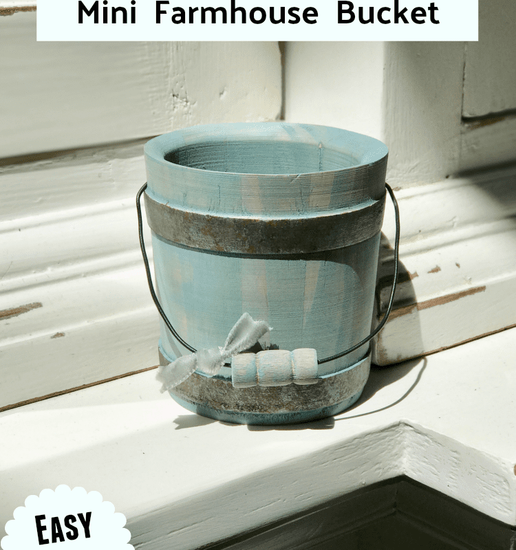 How to paint a beautiful mini farmhouse wooden bucket. An easy DIY!