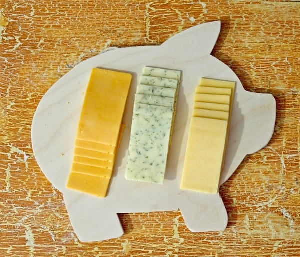 Use-pig-cutting-board-as-a-cheeseboard