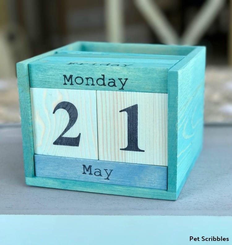 aqua perpetual calendar