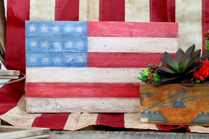 easy wooden pallet flag DIY