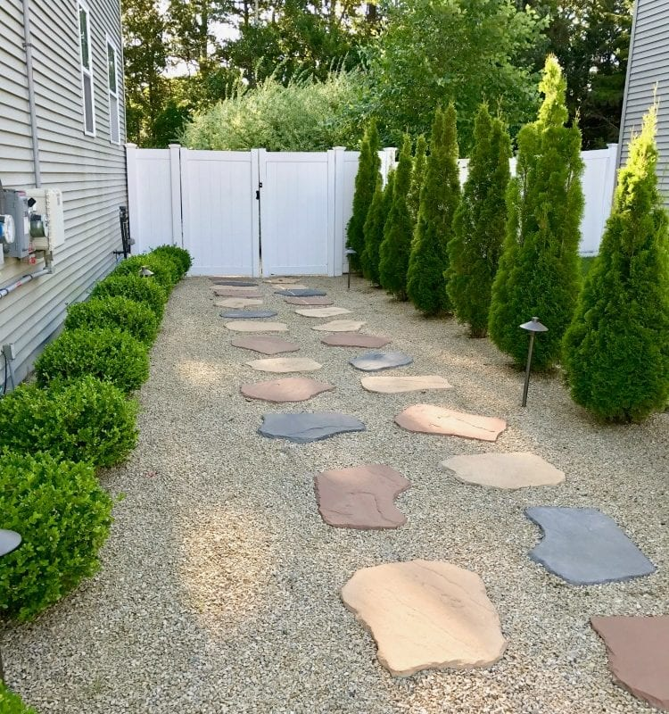 Side Yard Makeover: easy care and attractive!