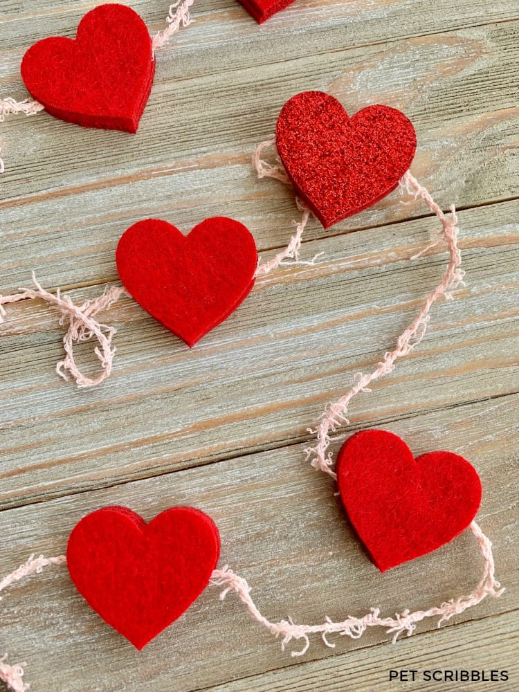 Simple No-Sew Felt Heart Garland