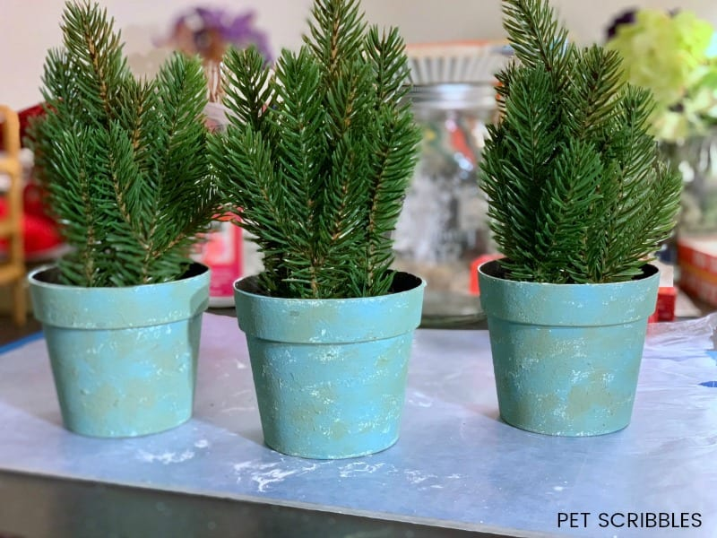 make plastic plant pots distressed with paint