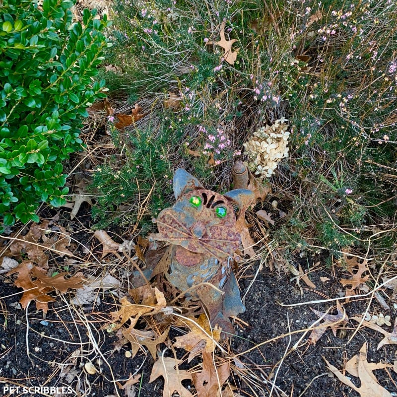 rusty cat garden art
