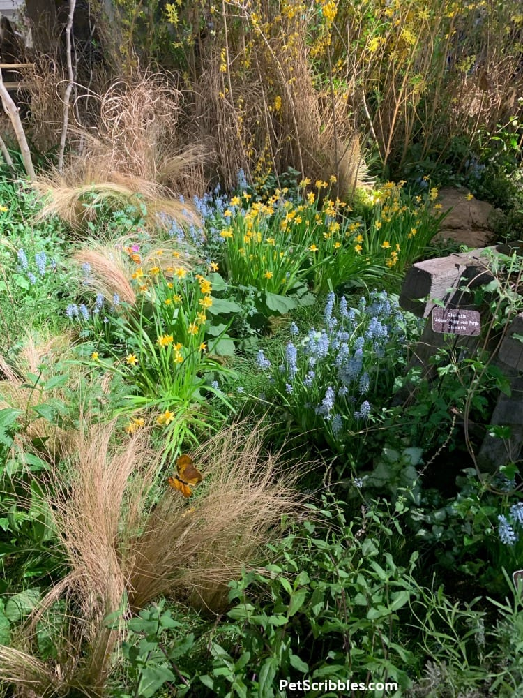 Spring garden scene at 2019 Philadelphia Flower Show