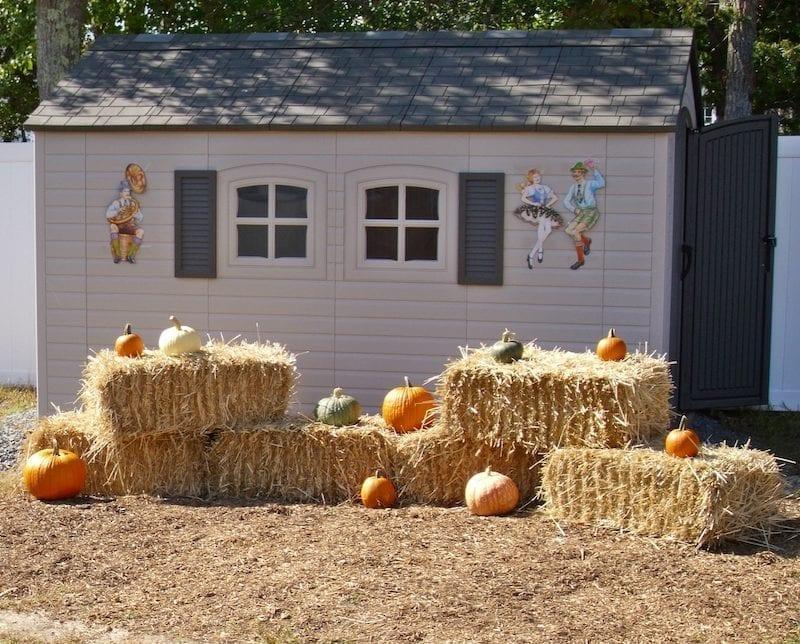 hay bales, pumpkins