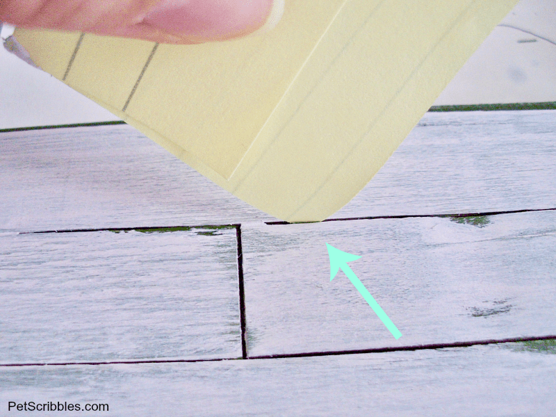 use a post-it corner to remove paint between pallet slats