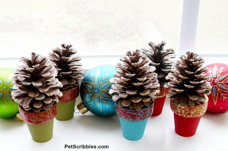 Christmas pinecone tree craft